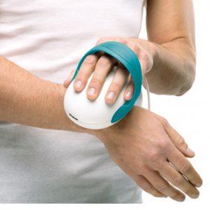 Solio AlfaPlus - Homem tratando dor em mão